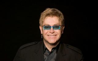 Elton John pledges $1,000,000 to bushfire relief at Sydney concert