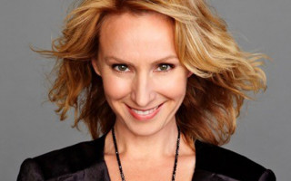 Lisa McCune Pays Tribute to the ANZACs