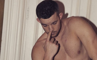 Man literally swoons as Russell Tovey removes shirt on stage