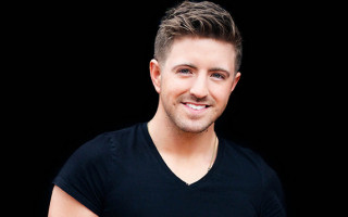Billy Gilman spins chairs on The Voice USA