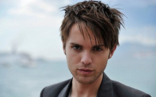 Actor Thomas Dekker comes out as gay