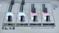 Melbourne's Jewish radio station apologises for homophobic broadcast