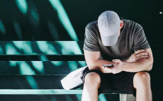 Study finds gay youth are using hook-up apps