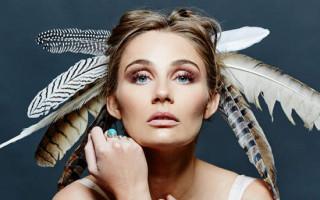 'Nashville' star Clare Bowen finds her own voice