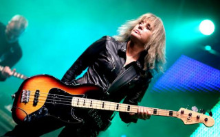 "Suzi Quatro will bring her ""stripped back"" show to The Regal Theatre"