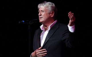 Singer and impressionist Joe Longthorne dies aged 65