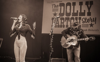 Review | 'The Dolly Parton Story' is all class