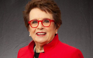 Billie Jean King says she's prepared to bury the hatchet with Court