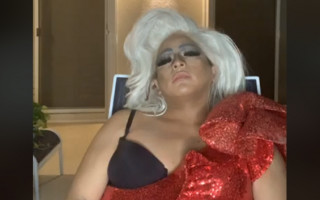 Drag queen falls asleep on Facebook Live for three hours; Twitter responds