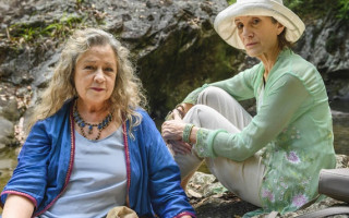 Noni Hazlehurst chats about her role as a lesbian retiree in 'The End'