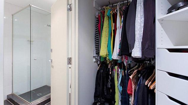 Bedroom two thru to ensuite - 11~83 Walcott Street_web
